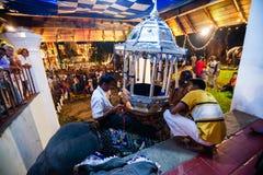 Bereiten Sie sich für den Elefanten in Kandy Esala Perahera vor Lizenzfreies Stockfoto