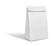 Bereiten Sie weißes Papiertüteisolat ist auf weißem Hintergrund auf Stockfoto