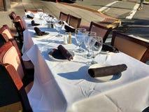 Bereiten Sie zu Dine Al Fresco an einem Speisen unter dem Stern-Ereignis vor lizenzfreie stockfotografie