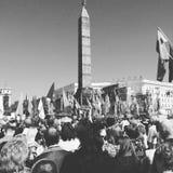 Bereits mehr als 40 Jahre verstrichen vom Tag des Sieges über Faschismus, und Leute kommen jedoch zu den Denkmälern des Kampf-Ruh lizenzfreies stockbild