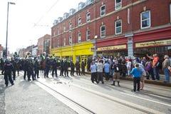 Bereitschaftspolizei, die eine Blockade bildet Stockbilder
