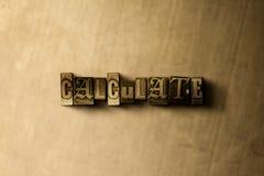 BEREKEN - close-up van grungy wijnoogst gezet woord op metaalachtergrond royalty-vrije stock foto