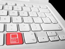 Bereken geïllustreerde sleutel op wit laptop toetsenbord stock foto
