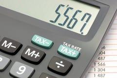 Berekening op een calculator Stock Fotografie