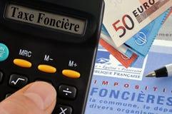 Berekening van onroerendgoedbelasting in het Frans stock afbeelding