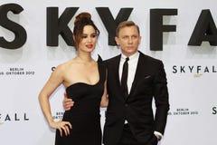 Berenice Marlohe y Daniel Craig Foto de archivo libre de regalías