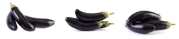 Berenjena en un fondo blanco Las berenjenas son frescas y deliciosas Verduras frescas en un fondo blanco imagen de archivo libre de regalías