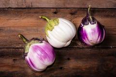 Berenjenas blancas y púrpuras Fotos de archivo libres de regalías