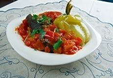 Berenjenas, pimientas y tomates rellenos Fotos de archivo libres de regalías