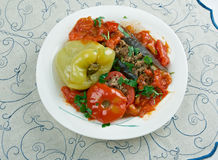 Berenjenas, pimientas y tomates rellenos Imagen de archivo libre de regalías
