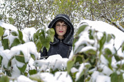 beret μπλε ΚΑΠ παλτών πατέρων πράσινος χειμώνας περιπάτων γιων σακακιών mum κόκκινος χιονίζοντας Στοκ Φωτογραφία