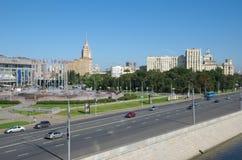 Berezhkovskaya堤防和欧洲广场 免版税库存照片