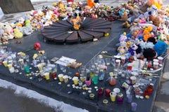 Berezniki, Россия, 2-ого апреля 2018 Самара, как целый России, оплакивает смерть взрослых и детей в ужасном огне i стоковое фото rf