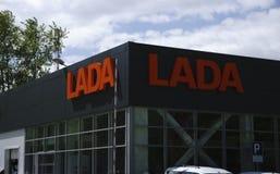 Berezniki, 10 Rusland-Juli: het teken Officiële handel drijven van Lada Lada is een Russische automobiele fabrikant Royalty-vrije Stock Afbeelding