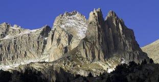 Bergöverkant - Agujas de Amitges Arkivbild