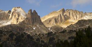 Bergöverkant - Agujas de Amitges Royaltyfri Fotografi