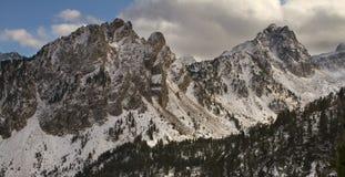 Bergöverkanter Arkivbild