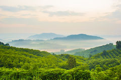 Bergöverlappning och några dimma Fotografering för Bildbyråer