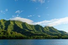 Berg över lagun Royaltyfri Foto