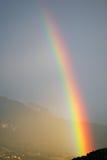 berg över regnbågen Royaltyfria Bilder