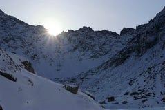 berg över soluppgångvinter Arkivbilder