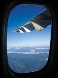 berg över vingen Royaltyfri Foto