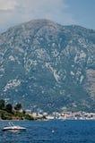 Berg über Meer Stockbilder