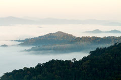 Berg überlagert morgens stockbilder