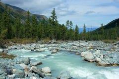 Berg Altai De rivier Akkem royalty-vrije stock afbeelding