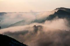 Berg Altai ist der schönste Platz in der Welt Vertikales Panorama von 3 HDR Bildern stockfoto