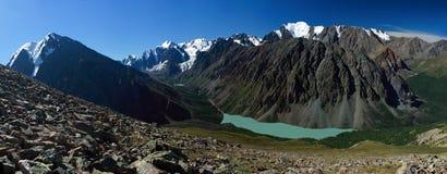 Berg Altai. Meer van Shavlinskoe. Stock Foto's