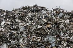 Berg av återvinningstål Royaltyfria Bilder