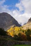 Berg av den Hunza dalen i höst, Pakistan Arkivfoton