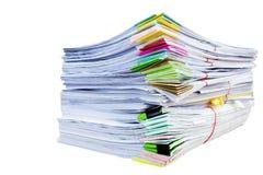 Berg av den pappers- symbolisera arbetsbördan arkivbild
