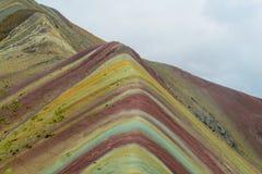 Berg av Siete Colores nära Cuzco arkivbilder
