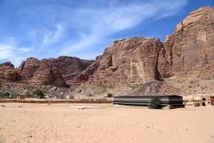 Berg av Wadi Rum Desert också som är bekanta som dalen av månen Royaltyfri Foto
