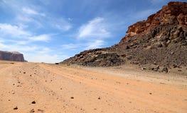 Berg av Wadi Rum Desert också som är bekanta som dalen av månen Royaltyfri Bild