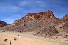 Berg av Wadi Rum Desert också som är bekanta som dalen av månen Arkivfoto