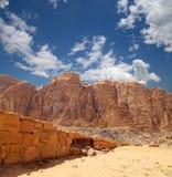 Berg av Wadi Rum Desert, sydlig Jordanien Fotografering för Bildbyråer