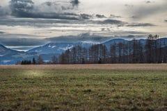 Berg bedeckt in den Wolken Lizenzfreies Stockbild