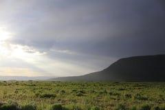 Berg beleuchteter Radius vom Himmel Lizenzfreie Stockbilder