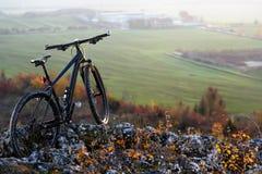 berg -berg-bycicle met mooi landschapsbeeld Stock Foto's