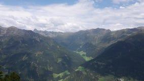 Berg beskådar Arkivbild