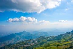 Berg beskådar pekar i Thailand Royaltyfri Foto