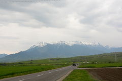 Berg in bewolkte dag Stock Afbeeldingen