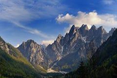 Berg BEZÜGLICH des pontebba Italien Stockfotografie