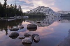 Berg bij zonsondergang Royalty-vrije Stock Fotografie