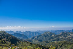 Berg am blauen Himmel Lizenzfreies Stockfoto