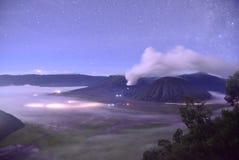 Berg bromo während der Eruption Lizenzfreie Stockfotografie
