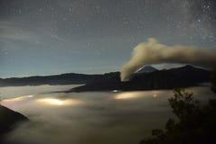 Berg bromo während der Eruption Stockbild